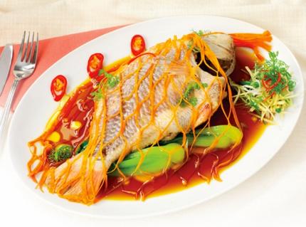 Cách chưng hoặc hấp món cá