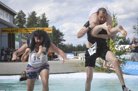 Vác vợ chạy thi (Phần Lan)